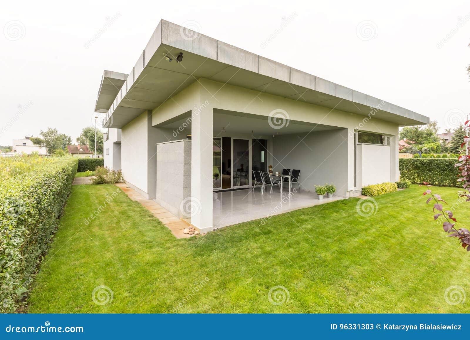 Groot huis in de voorsteden