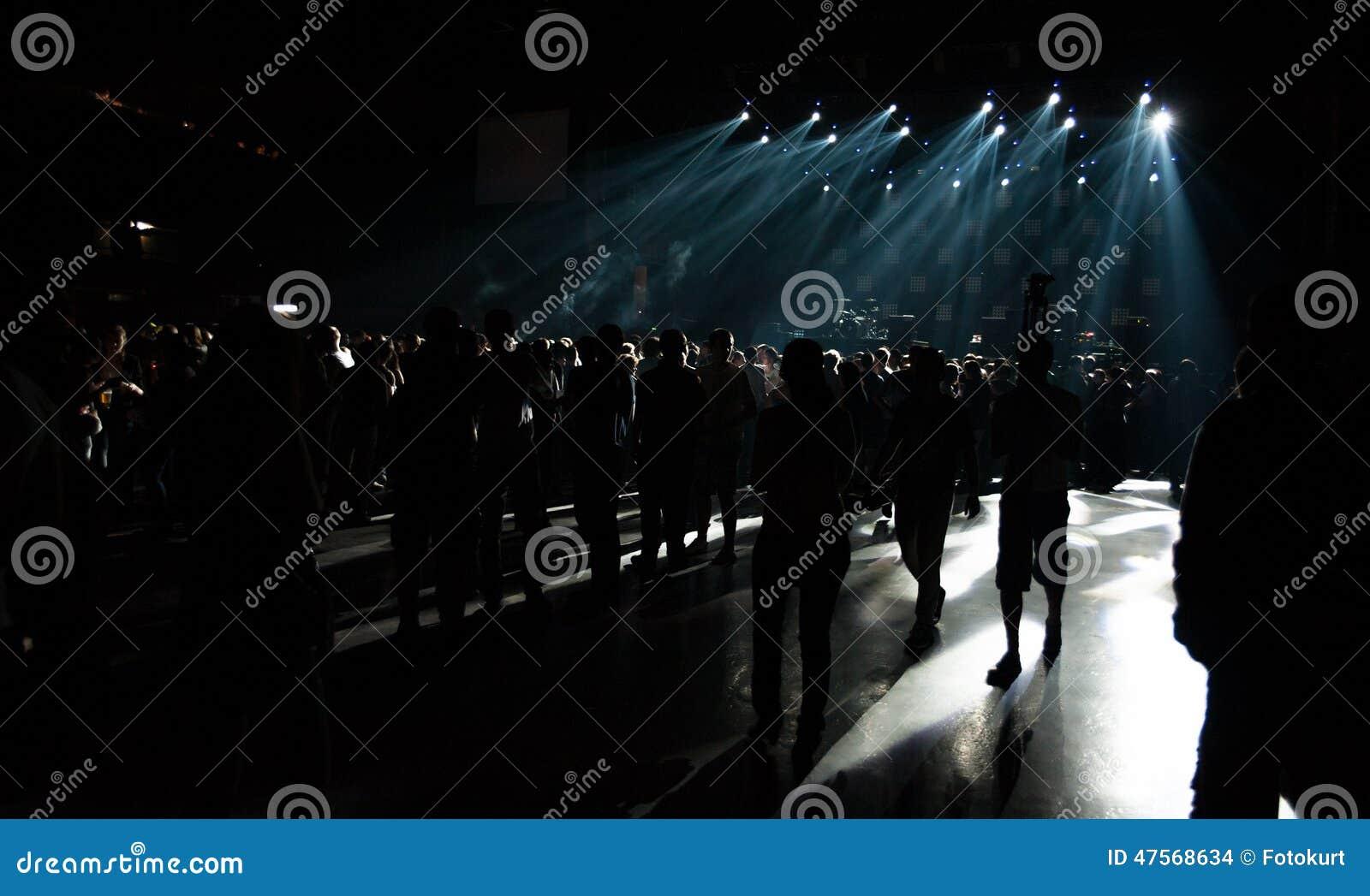 Groot Live Music Concert en met Menigte en Lichten
