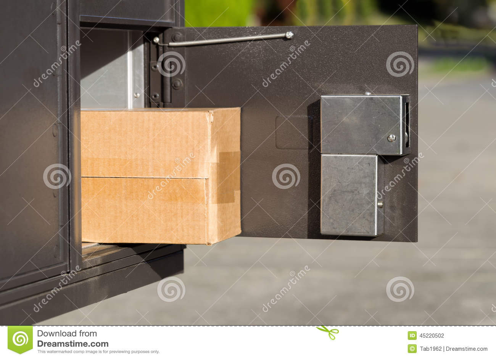 Groot Pakket binnen van postbrievenbus