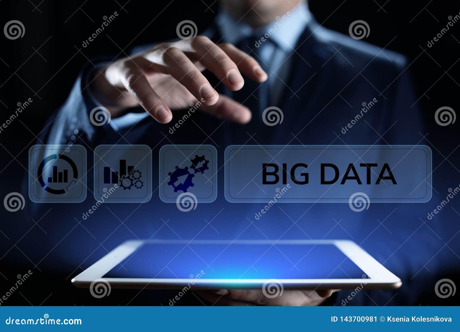 Groot van de technologieinternet van gegevensanalytics de technologieconcept Zakenman dringende knoop op het virtuele scherm