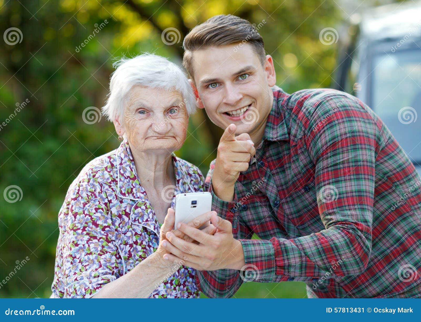 Grootmoeder en kleinzoon
