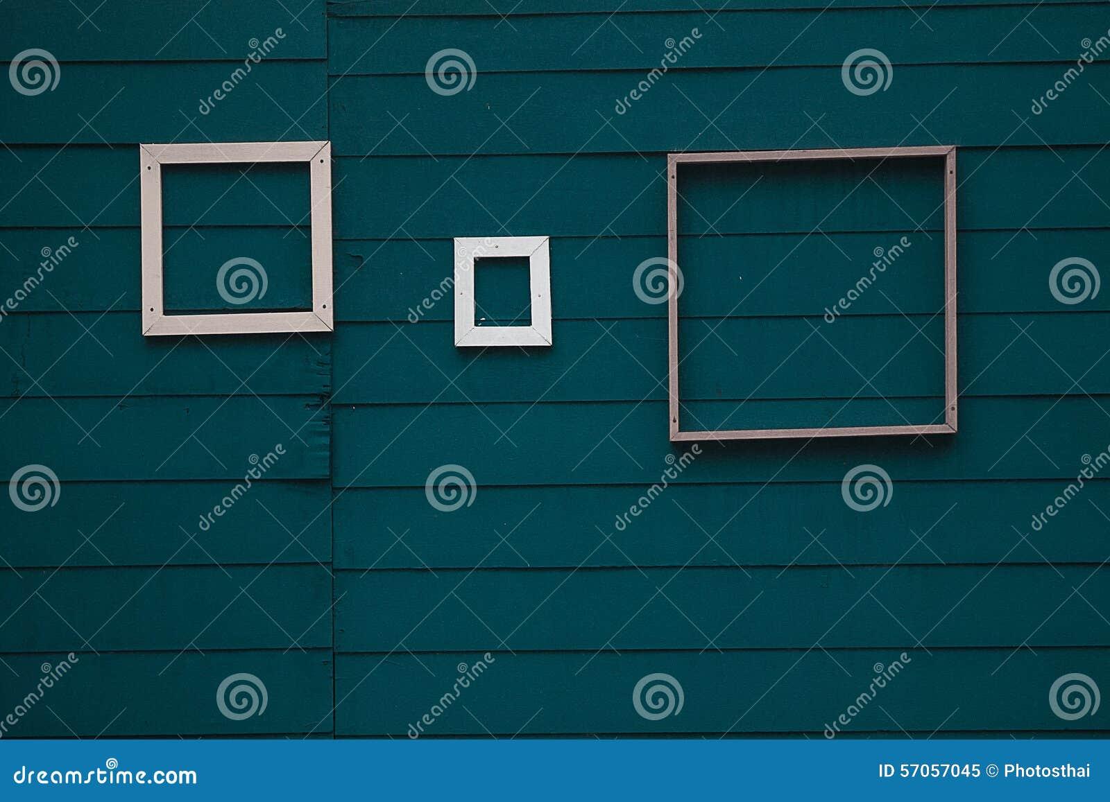 Grootte 3 van kader op groene houten achtergrond