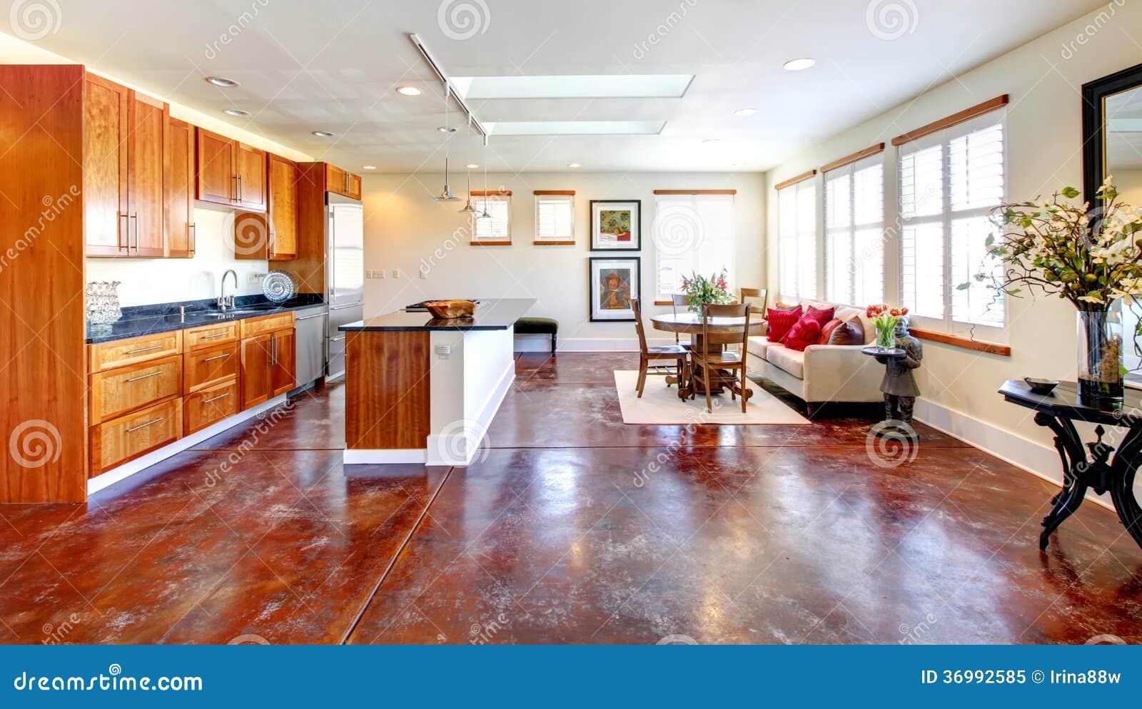 Grote combinatie van modern ontwerp en rustiek meubilair groot k royalty vrije stock foto - Modern meubilair en oude ...