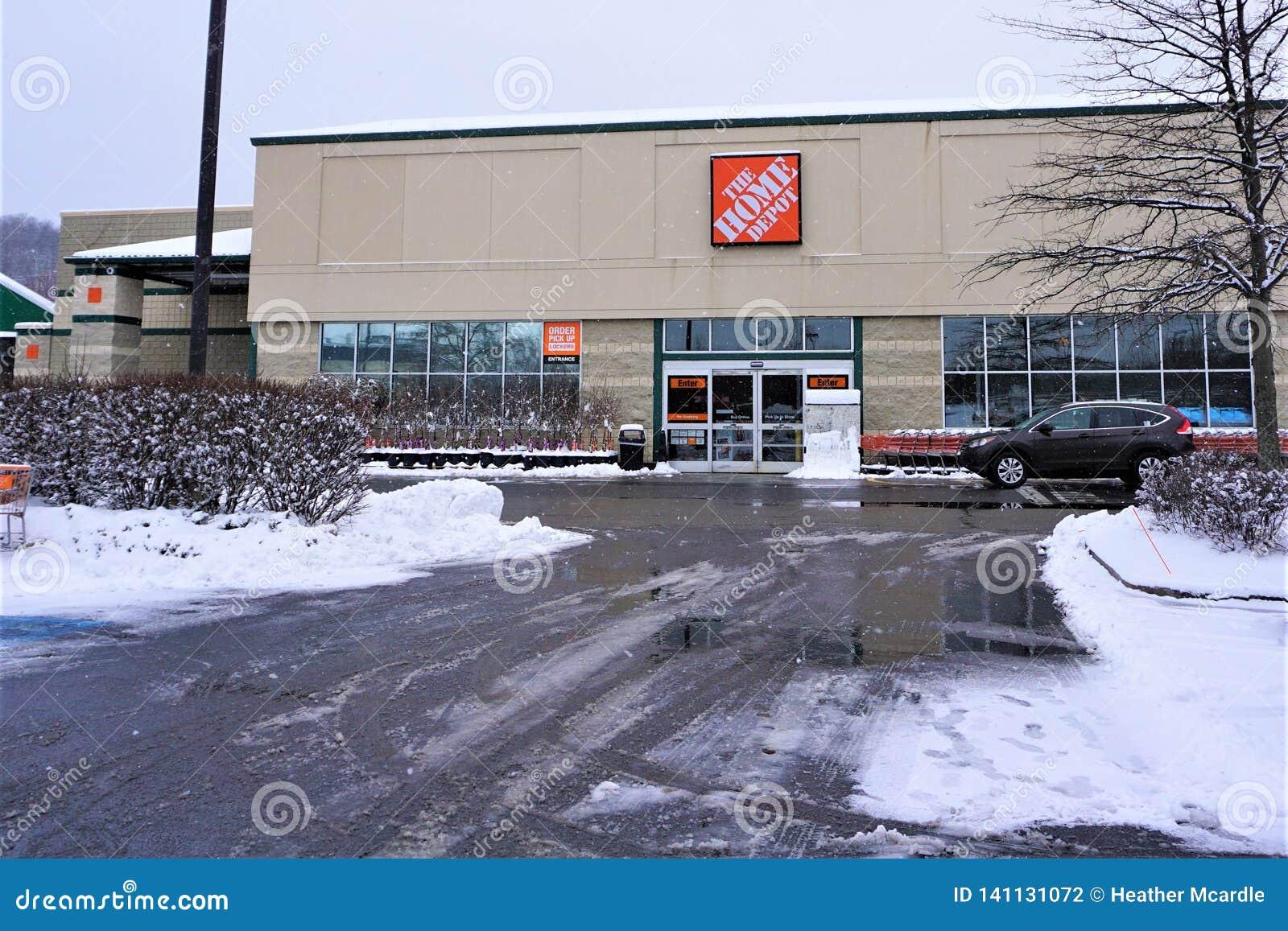 Grote de Doosopslag van Home Depot in sneeuw Maart 2019