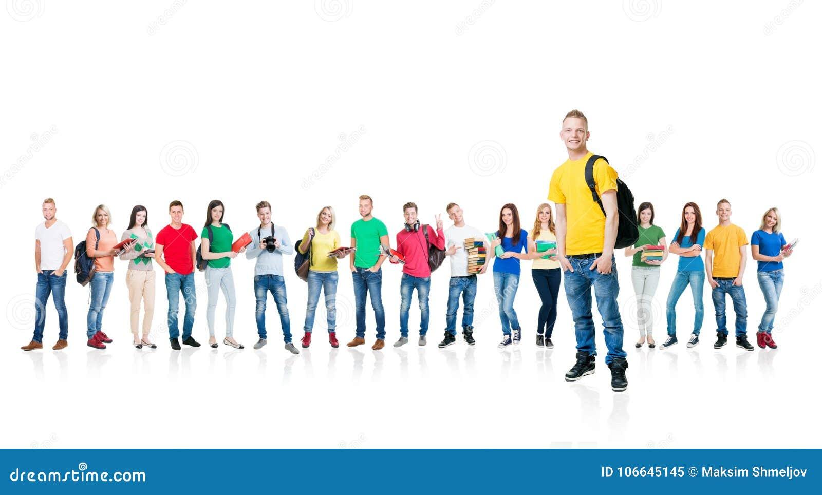 Grote die groep tieners op witte achtergrond worden geïsoleerd Vele verschillende mensen die zich verenigen School, onderwijs