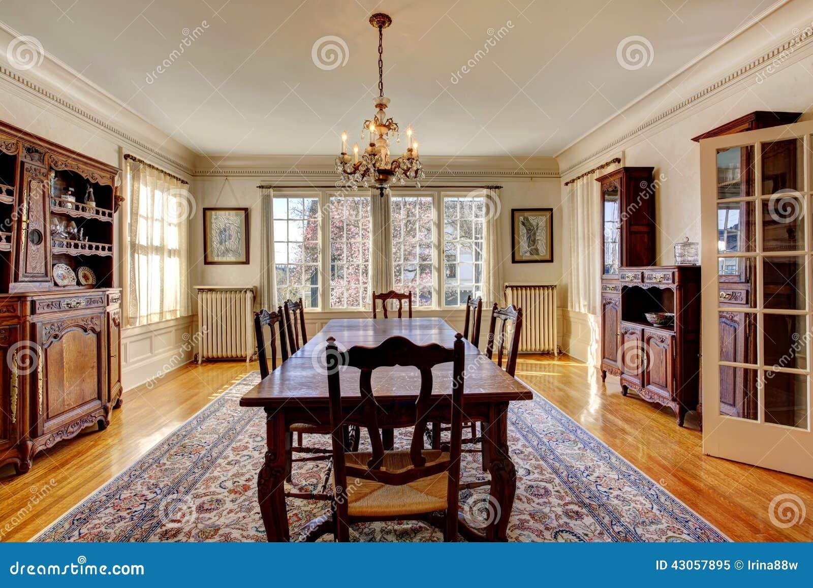 Grote eetkamer in luxehuis stock afbeelding afbeelding bestaande uit eating 43057895 - Foto eetkamer ...