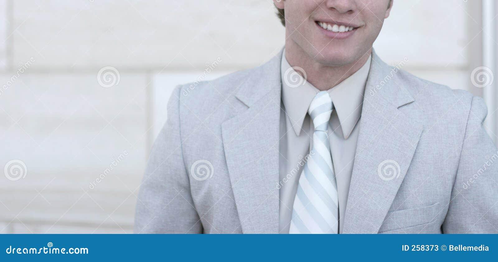 Grote glimlach op de bedrijfsmens