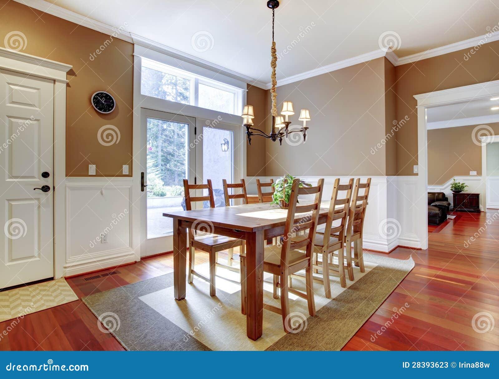 Grote heldere beige eetkamer met kersenhardhout stock afbeelding afbeelding 28393623 - Grote eetkamer ...