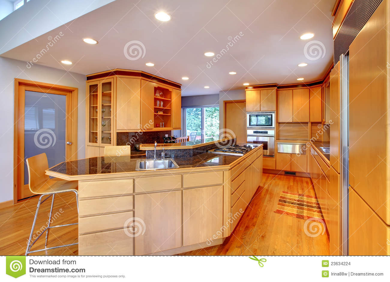Grote Luxe Moderne Houten Keuken. Stock Afbeeldingen - Afbeelding ...