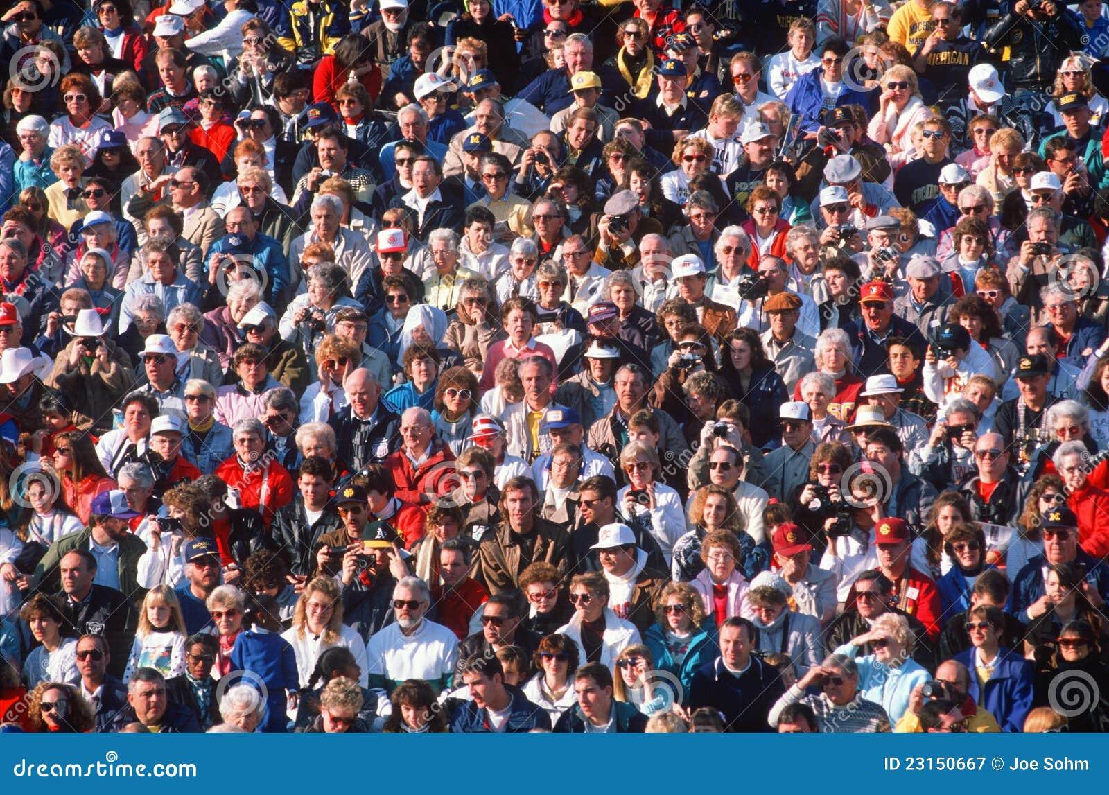 Grote menigte van mensen bij gebeurtenis