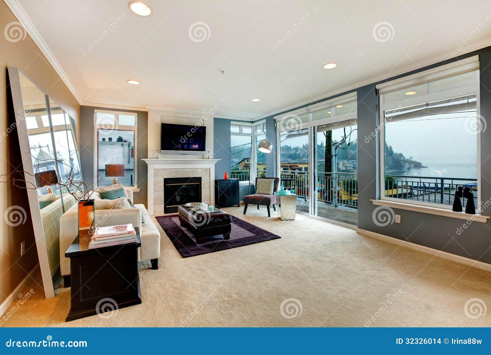 Grote open bochtenwoonkamer met open haard tv en modern meubilair stock foto afbeelding - Meubilair tv industrie ...