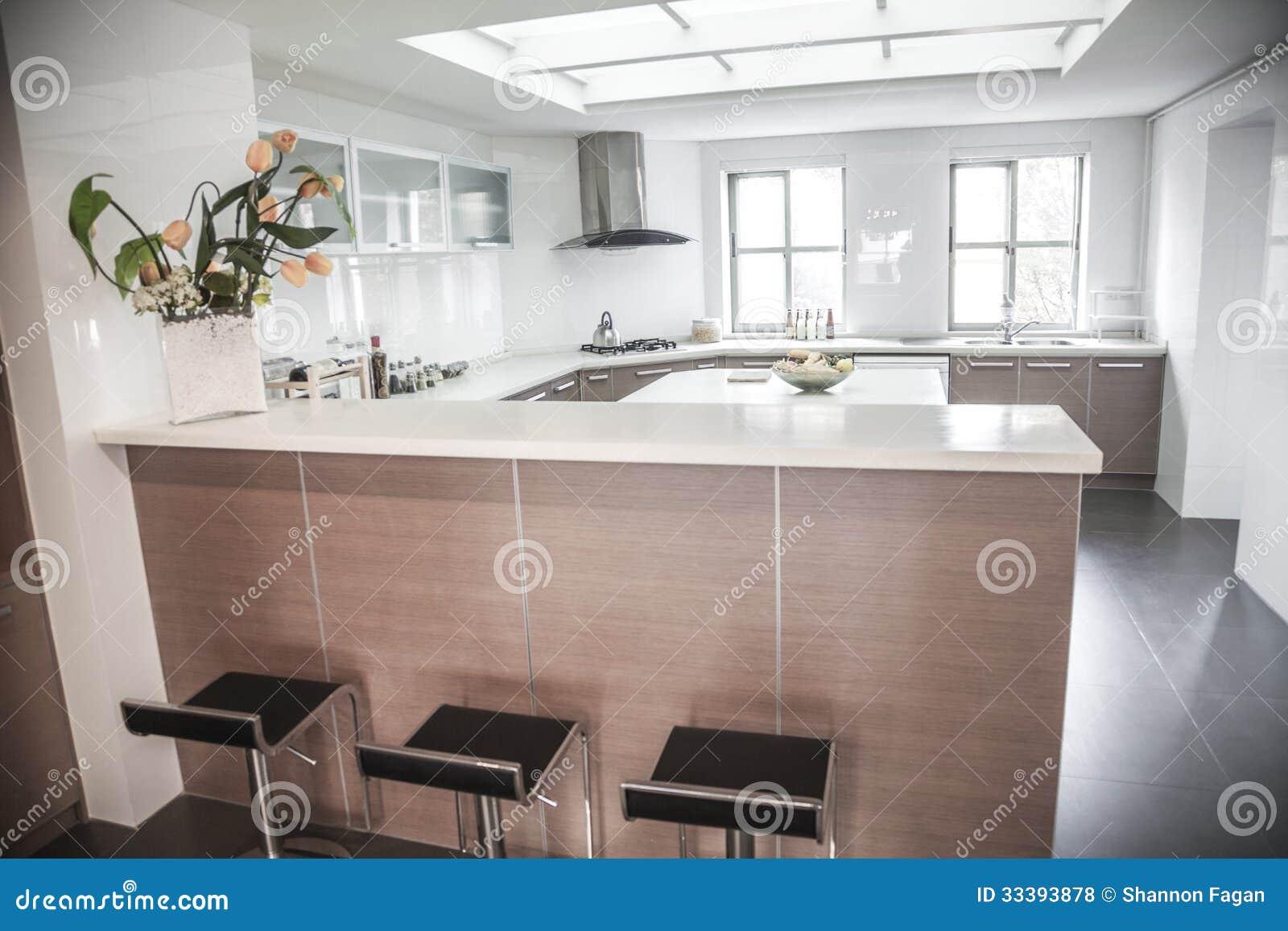 grote, open, moderne keuken. royaltyvrije stock foto's, Meubels Ideeën