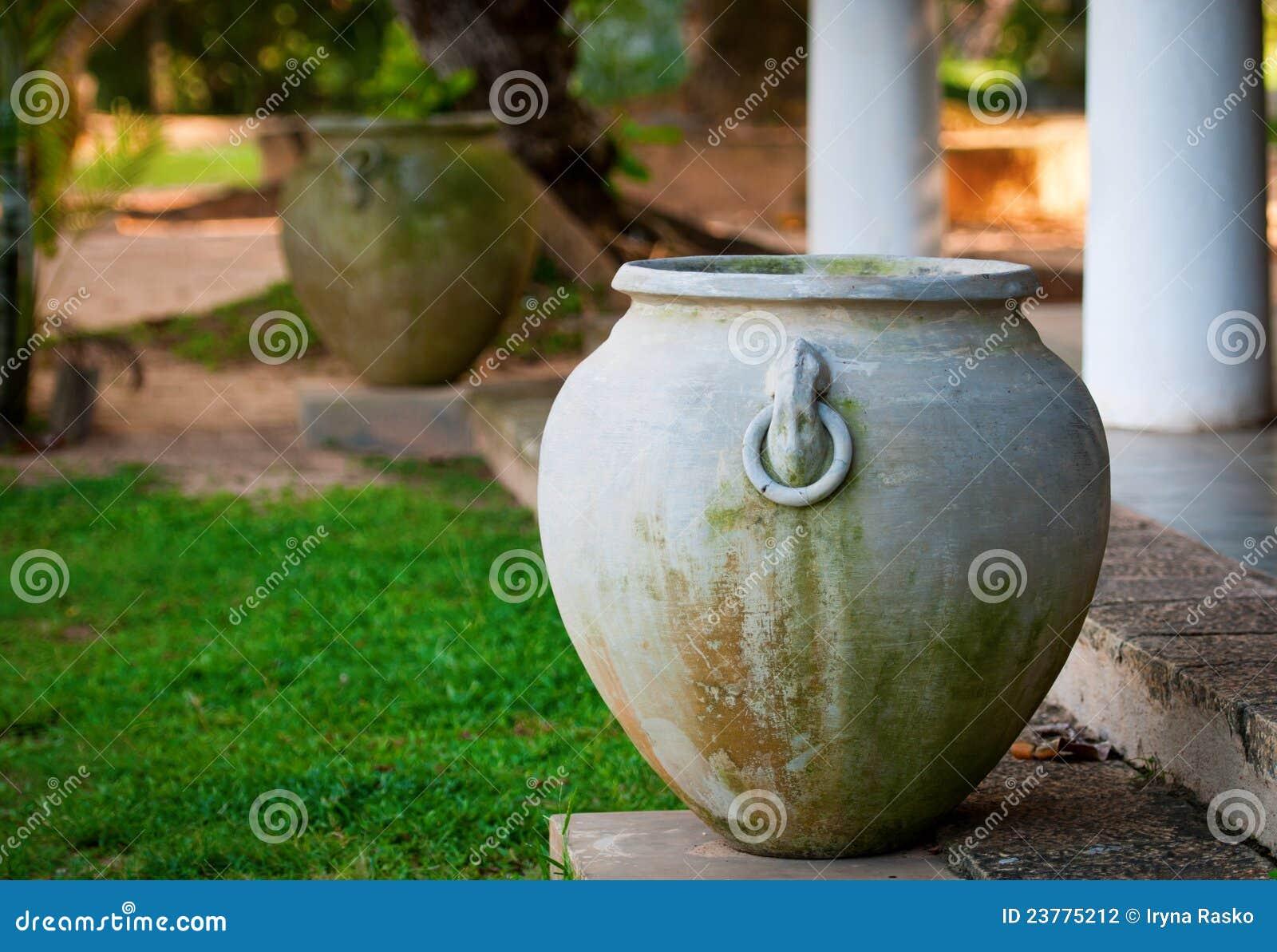Grote oude vaas in griekse stijl stock foto afbeelding 23775212 - Oude griekse decoratie ...