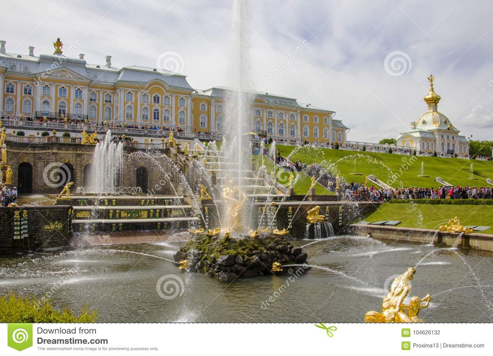 Download Grote Paleis, Fonteinen En Cascades In Peterhof Redactionele Fotografie - Afbeelding bestaande uit palace, peter: 104626132