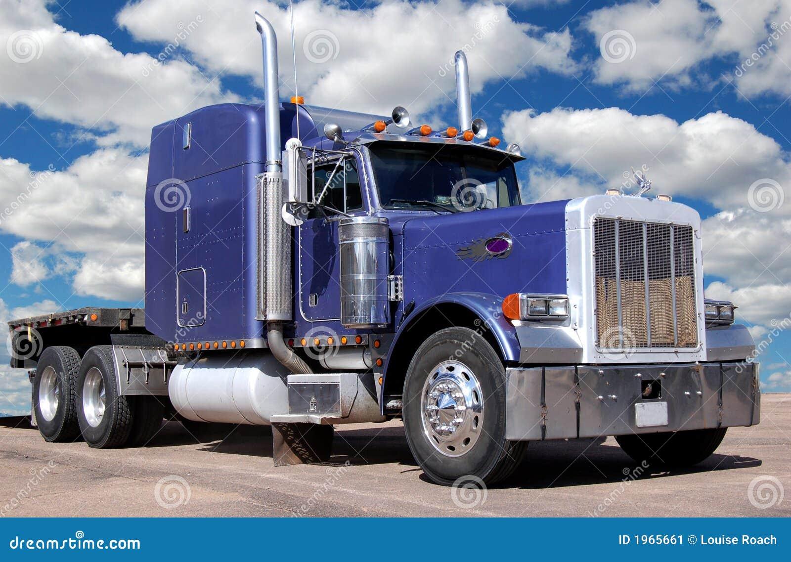 Grote Purpere Vrachtwagen