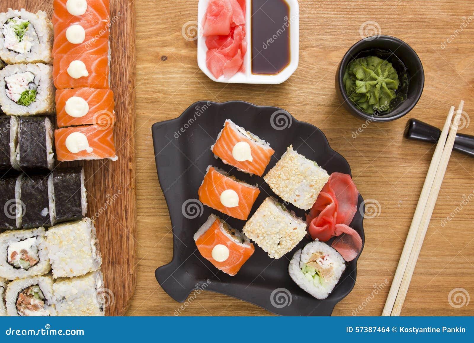 Grote reeks sushi en broodjes