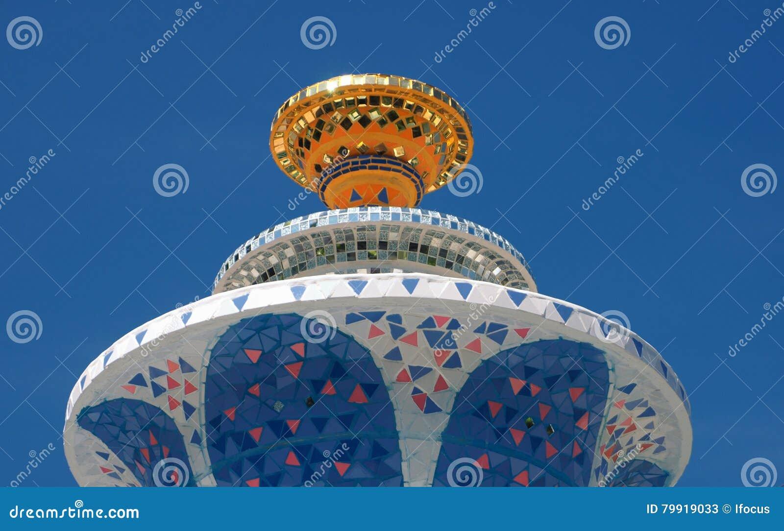 Grote tuin ceramische fontein stock afbeelding afbeelding