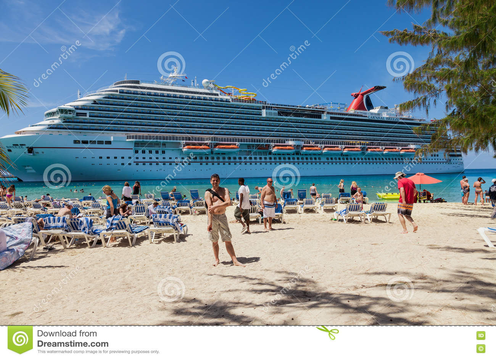 Grote Turk, Turk Islands Caraïbisch-Eenendertigste Maart 2014: De verankerde Wind van Carnaval van het cruiseschip