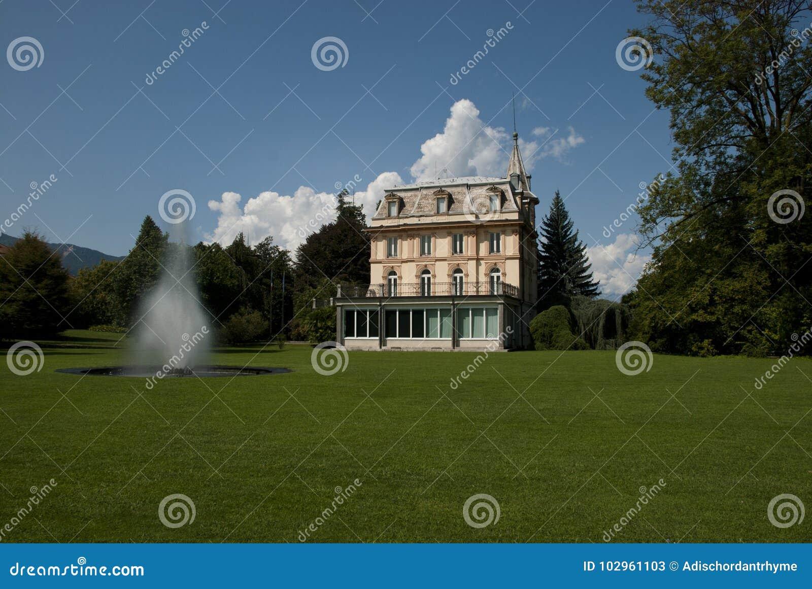 Grote villa stock afbeelding afbeelding bestaande uit for Grote villa