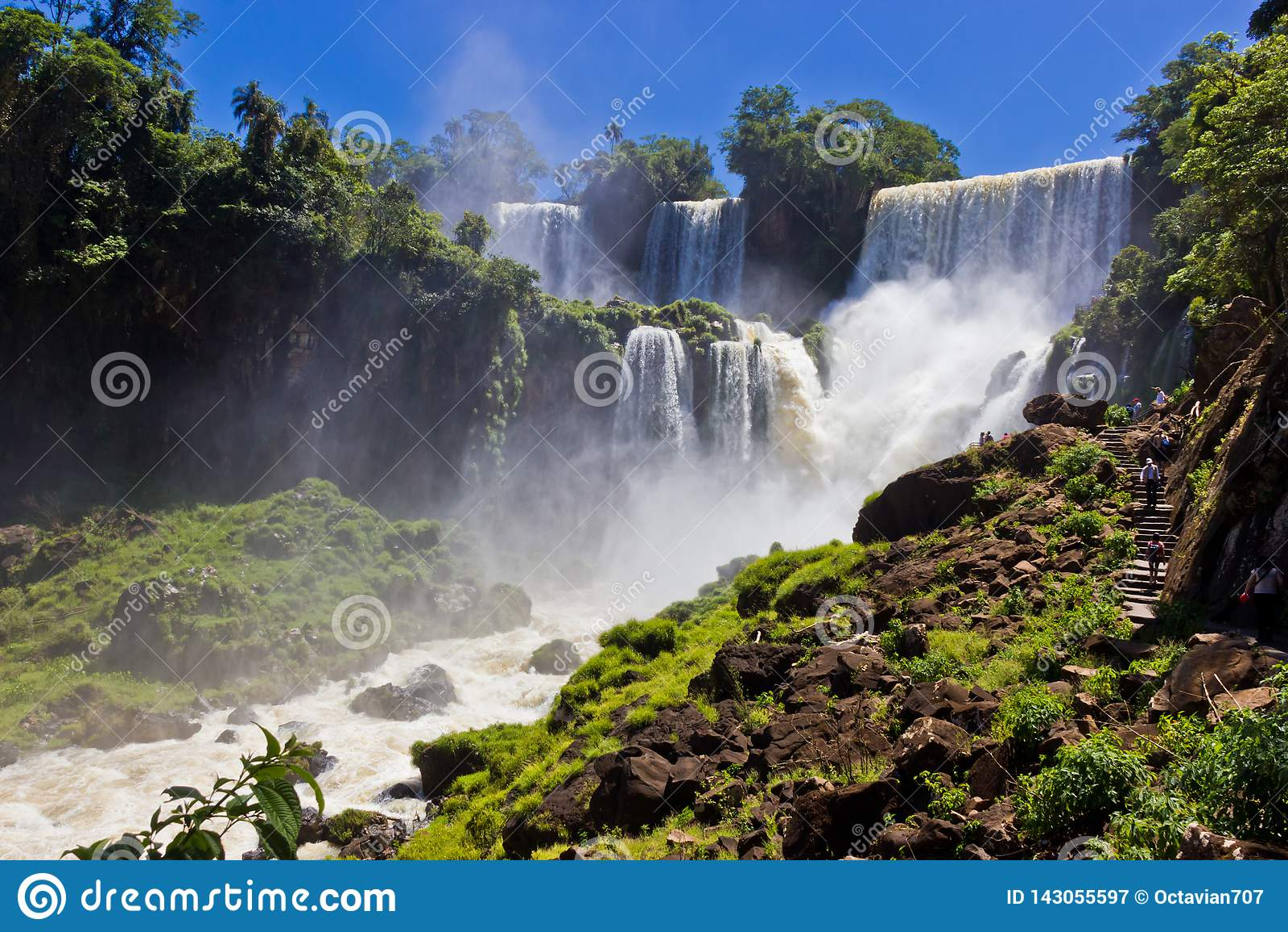 Grote waterval in Iguazu/Argentinië