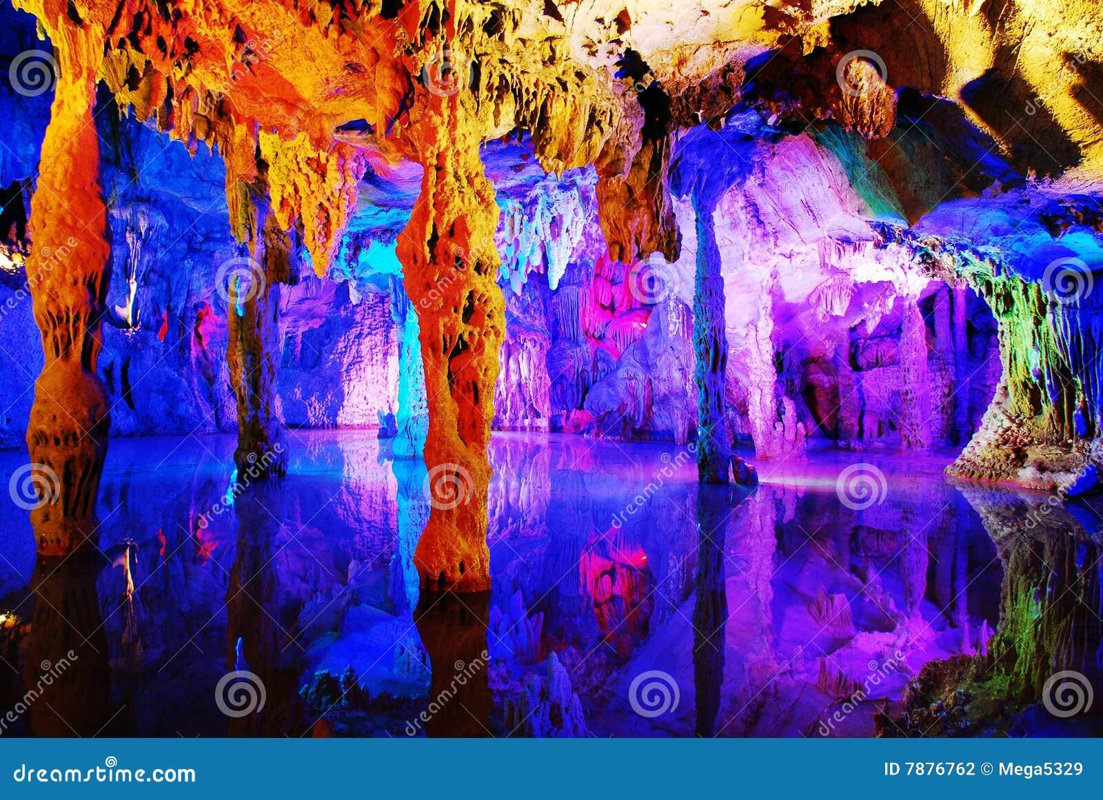 Grotta eroderat flöjtvassvatten