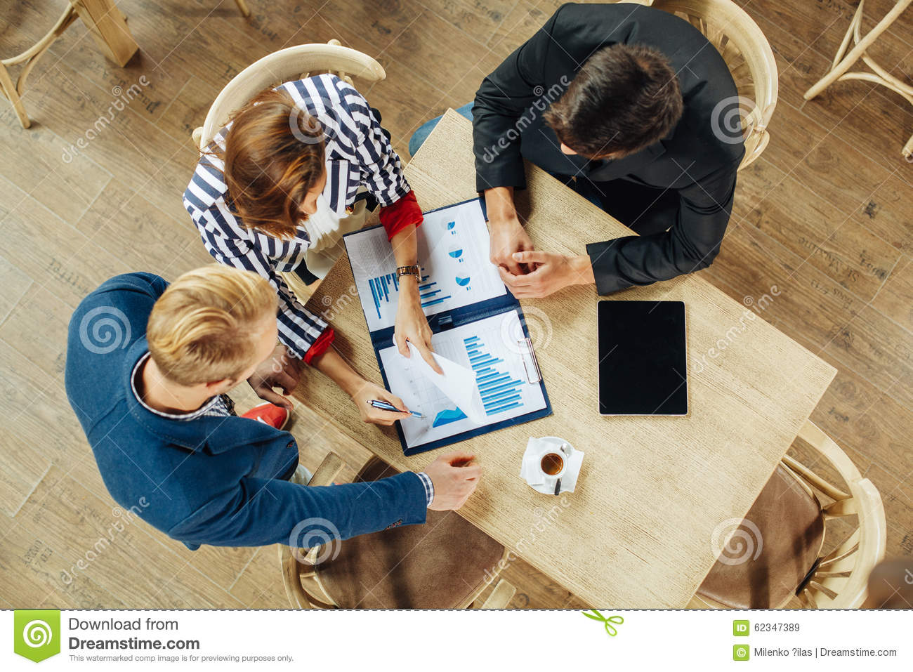small team or group experience paper One of the main benefits of group work or a team environment is the ability to share ideas with the group for example, let's say there are several possible approaches to a project, and one of .