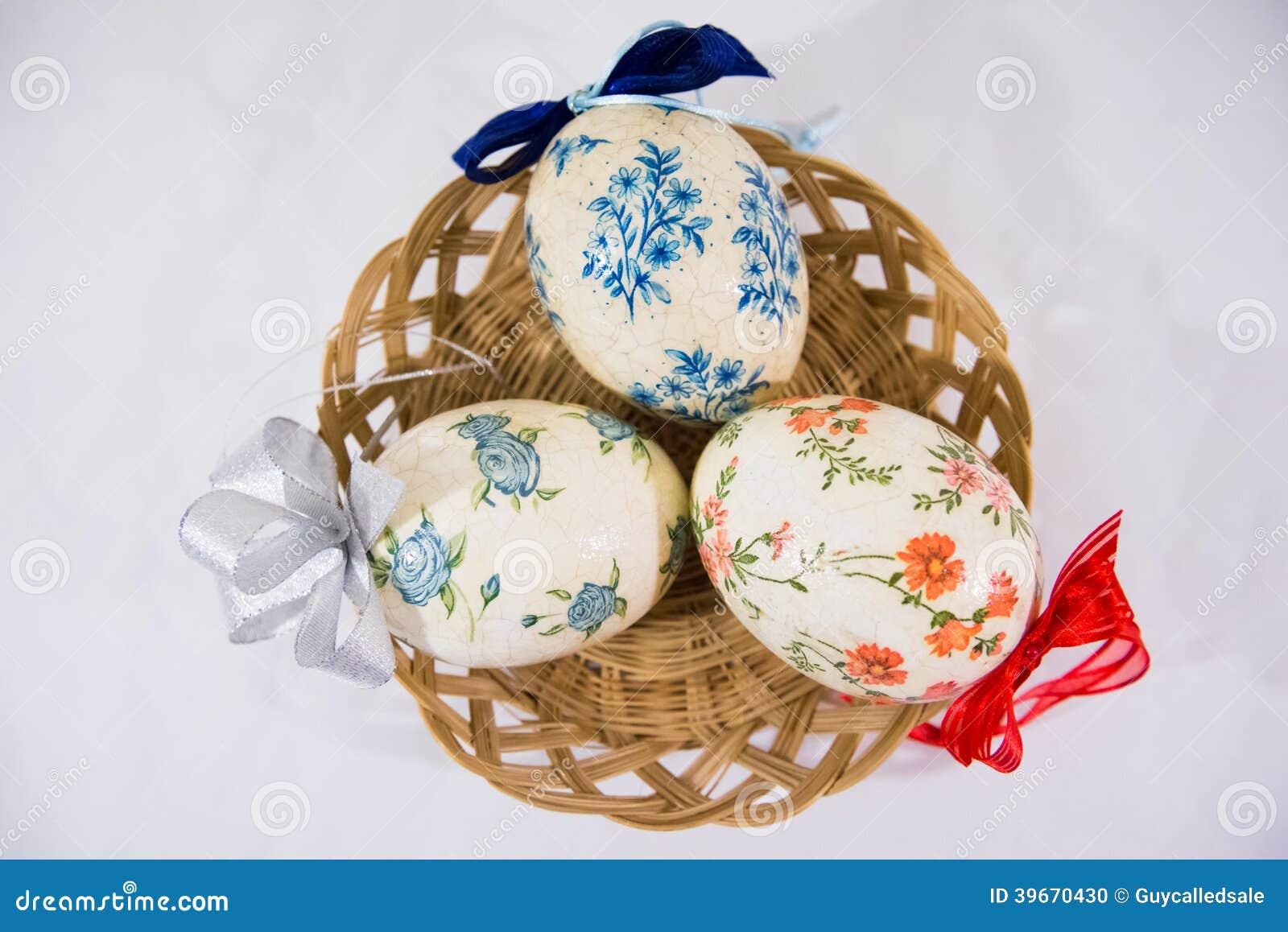 Decoupage Easter eggs: decoration technique 75