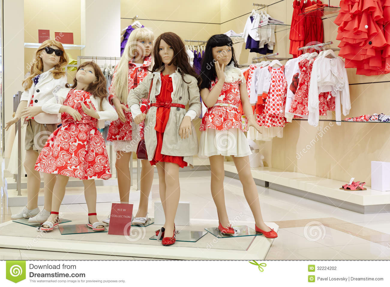 Stock Photography: Group of female mannequins in clothing store