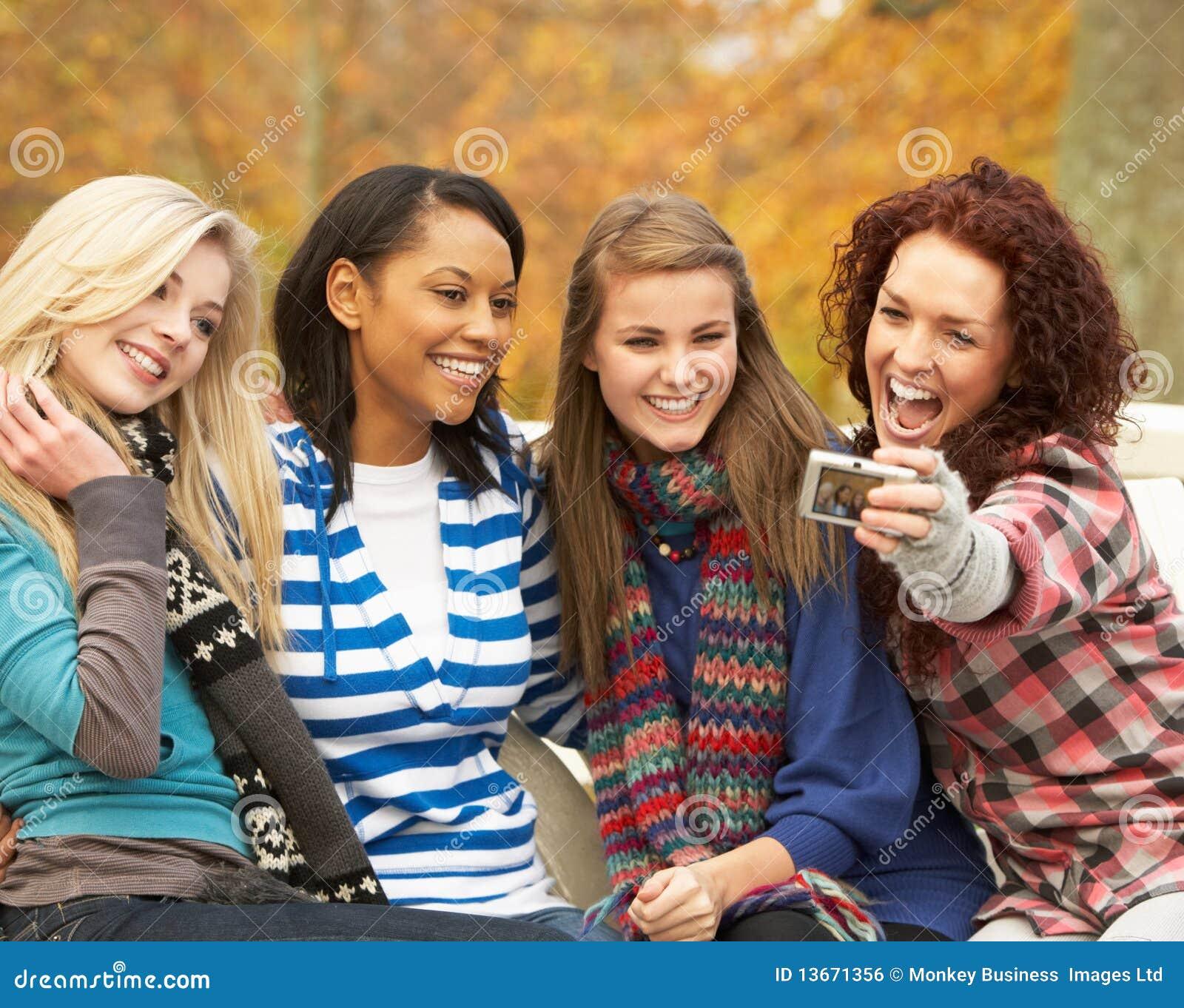 Фото подружек подростков 25 фотография