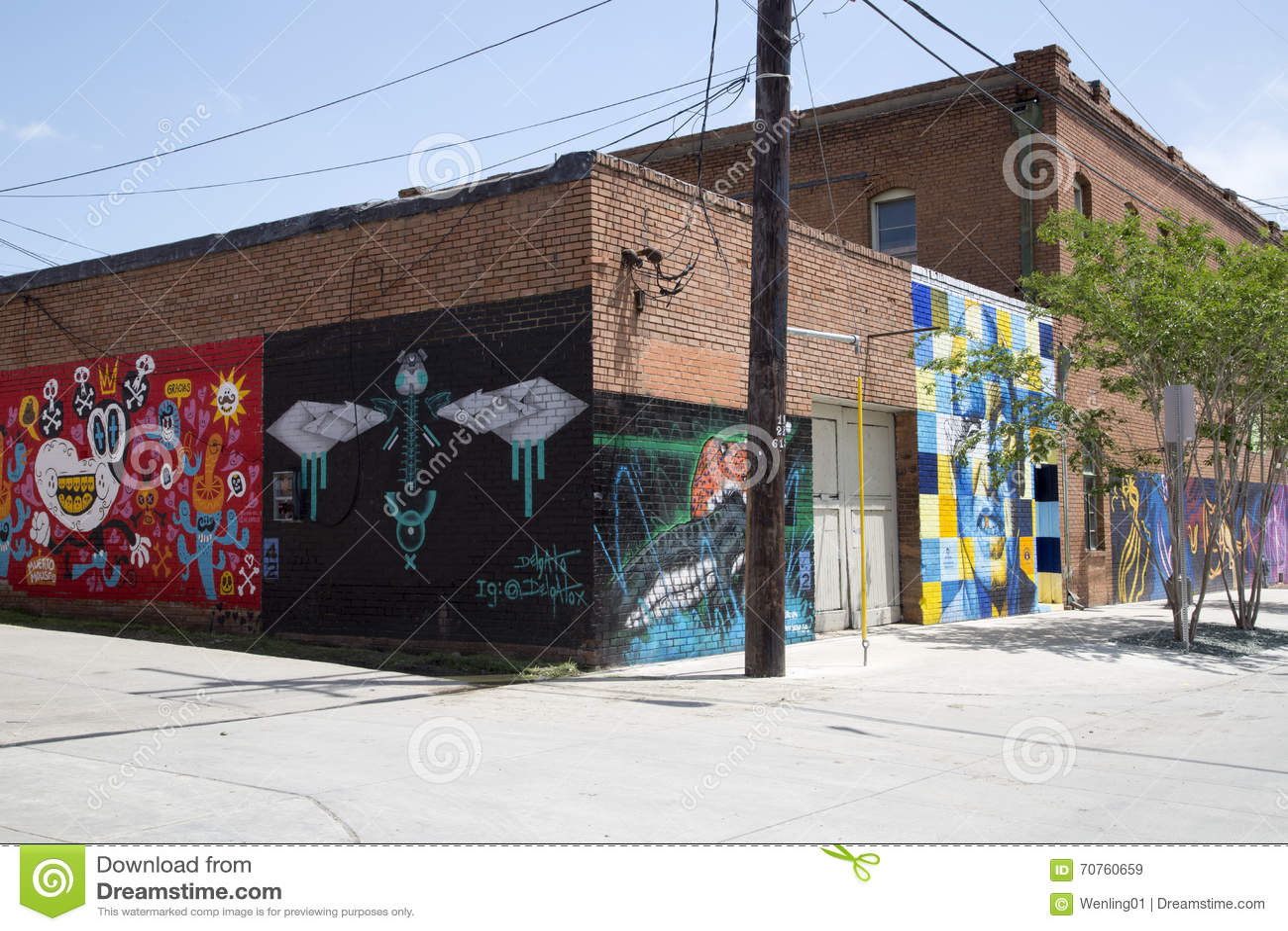 Graffiti wall dallas - Group Graffiti On The Wall Of Building Royalty Free Stock Images