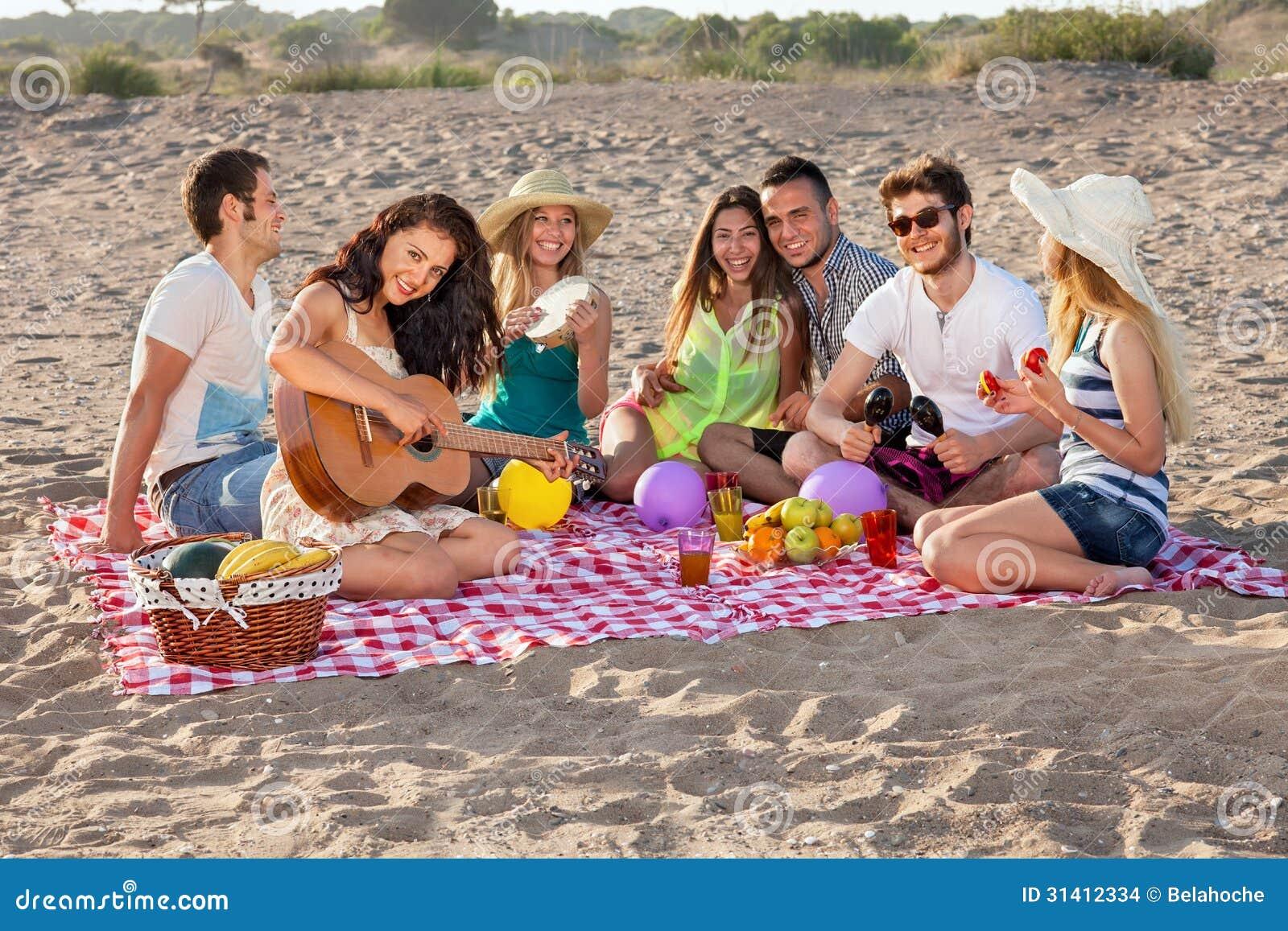 Студенты на пикниках 12 фотография