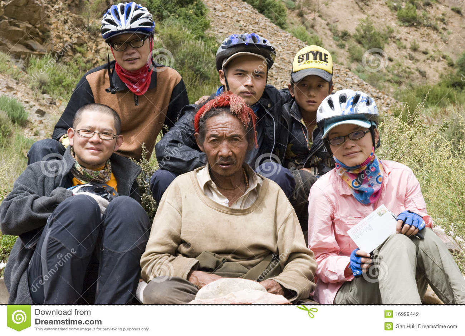 Group photo with Tibetan:Trip to Tibet