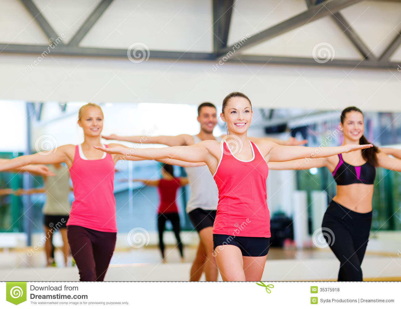 Group of smiling people exercising in the gym royalty free for Gimnasio sport gym