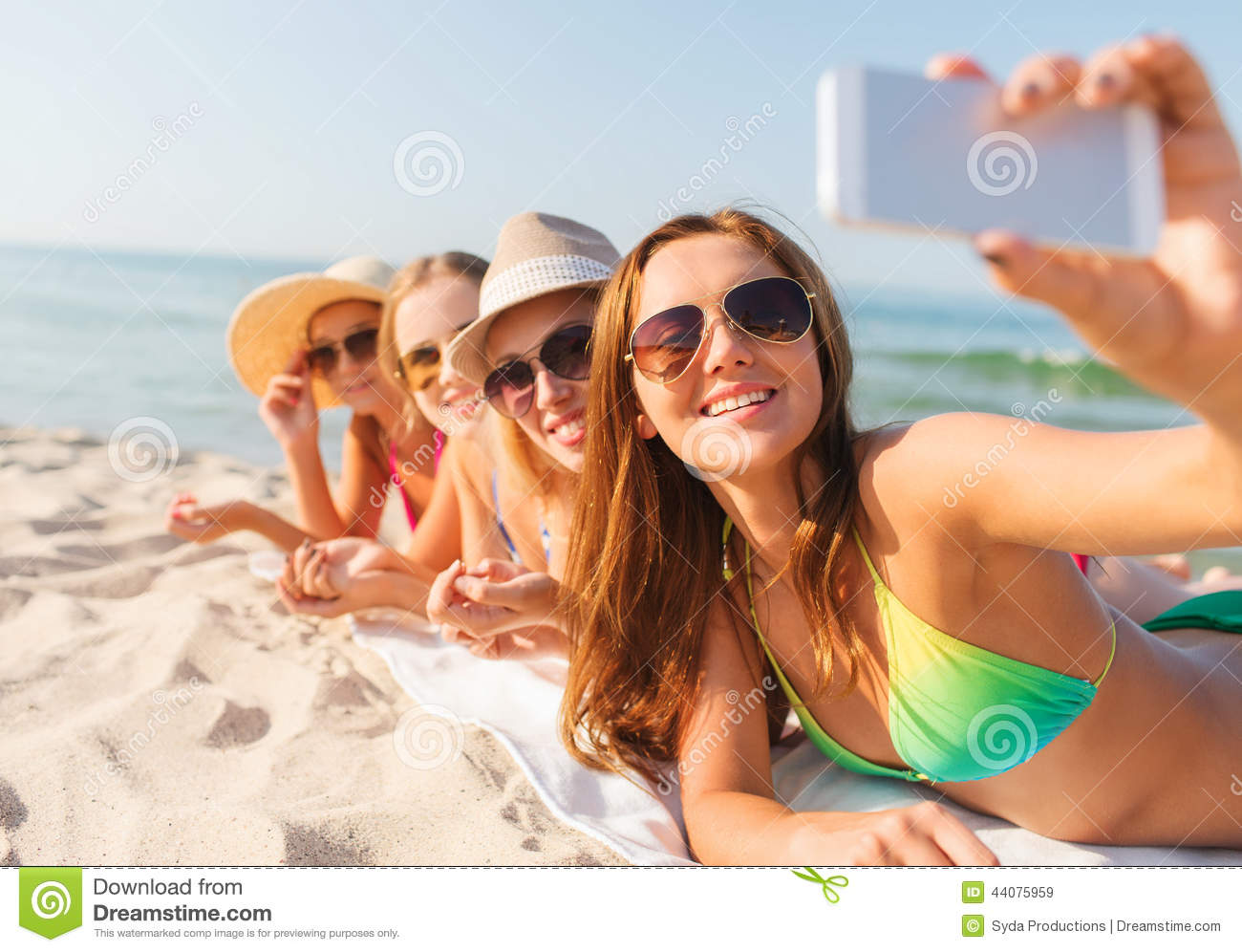 group-smiling-women-smartphone-beach-summer-vacation-travel-technology-people-concept-sunglasses-making-selfie-44075959.jpg