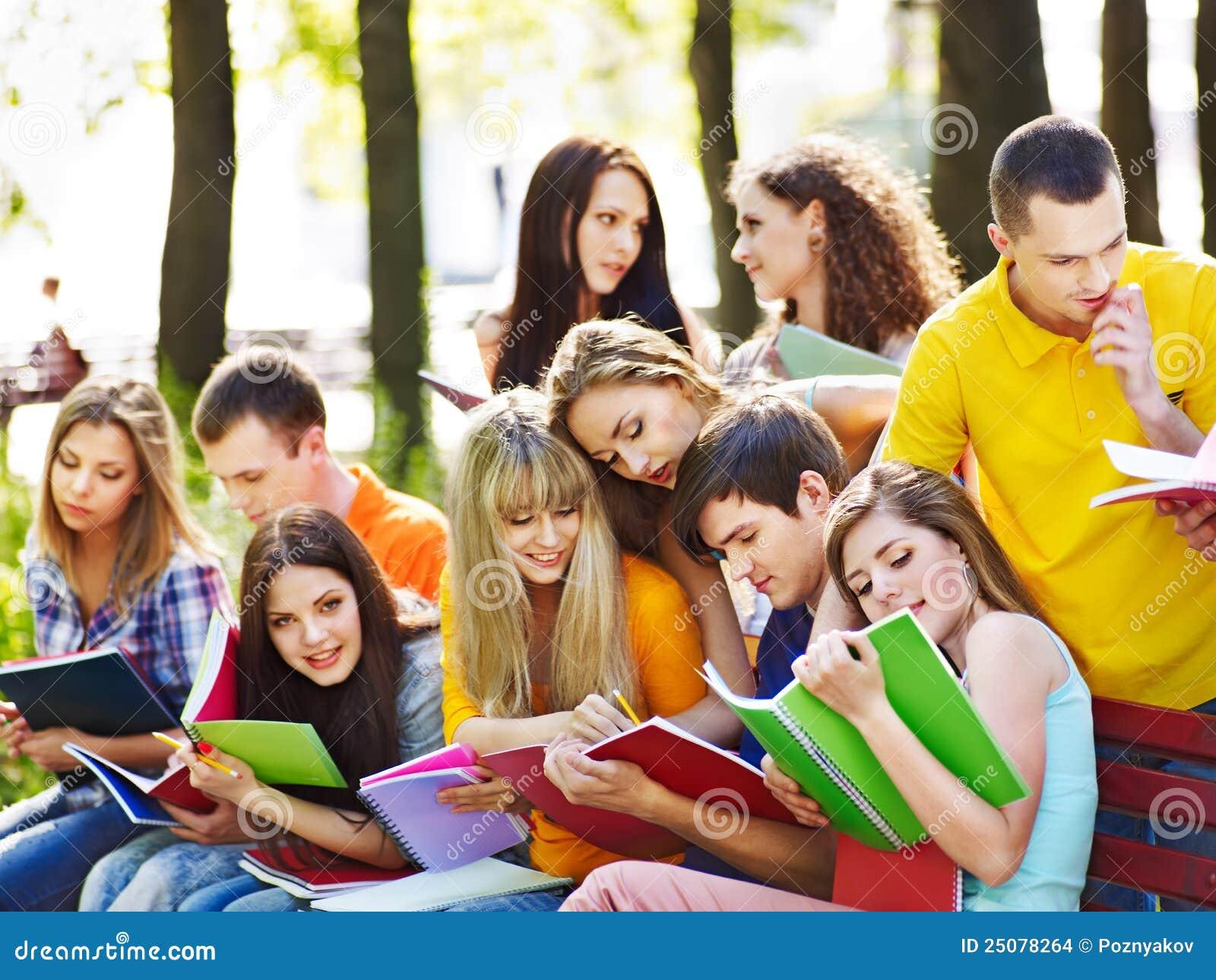 Студенты в озере 2 фотография