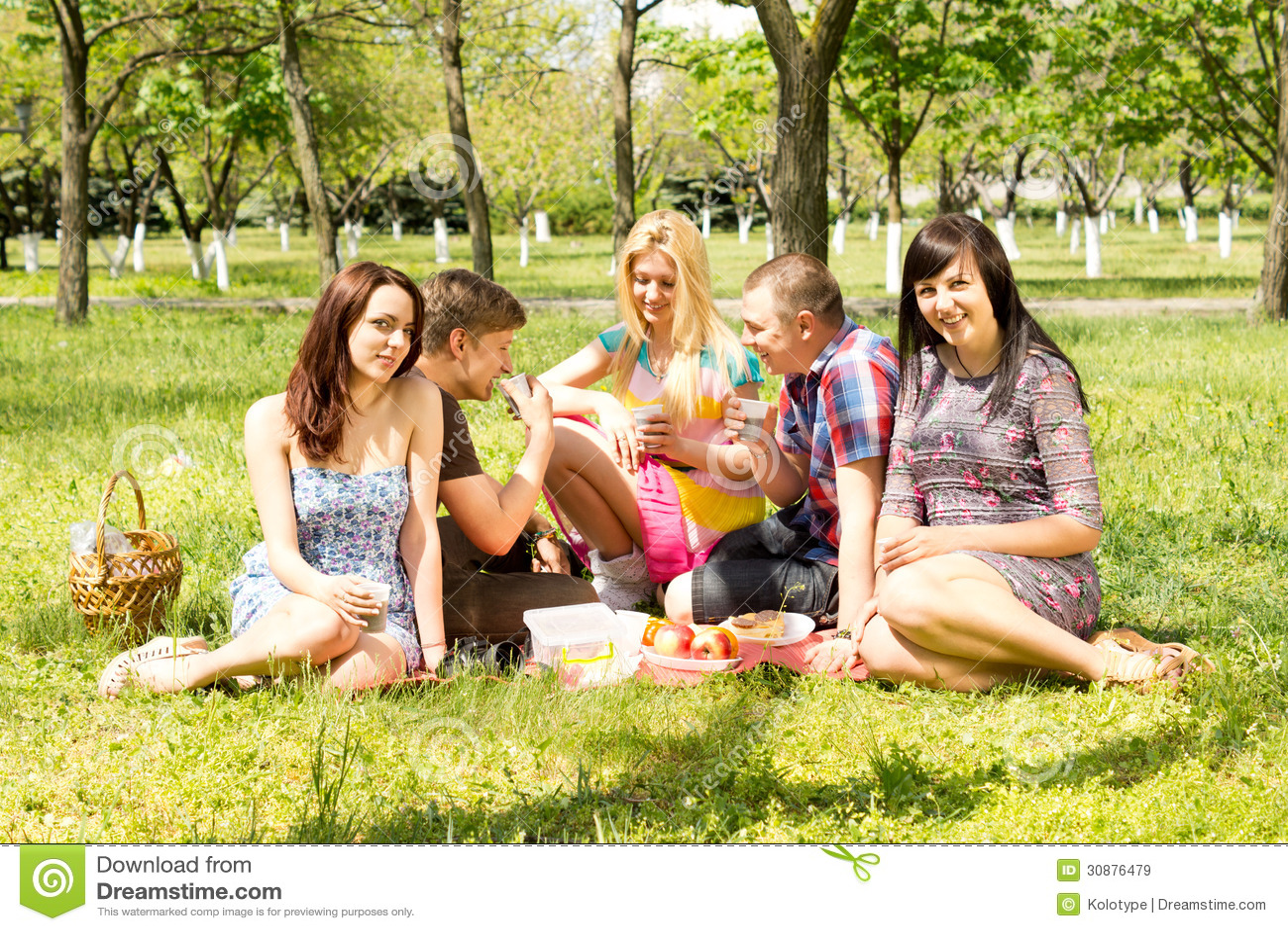 Студенты на пикниках 11 фотография