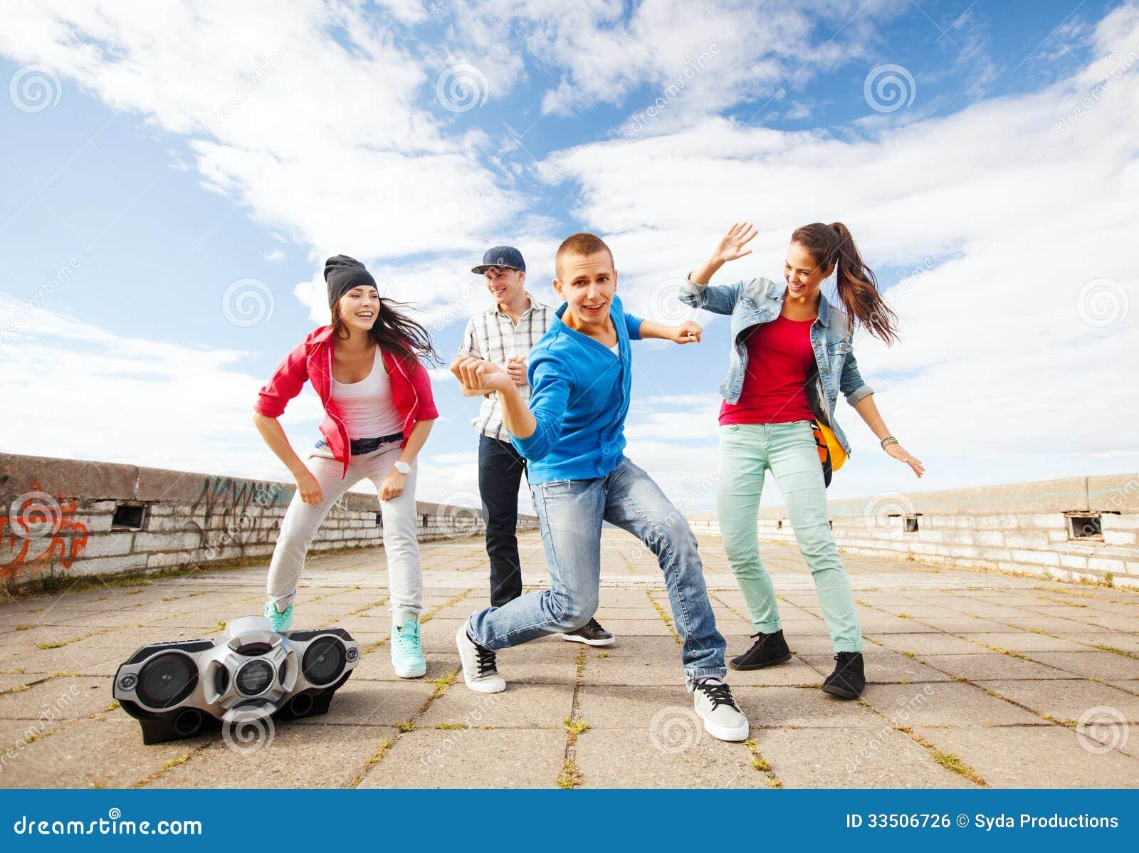 Yoyo Clipart Group Of Teenagers Dan...