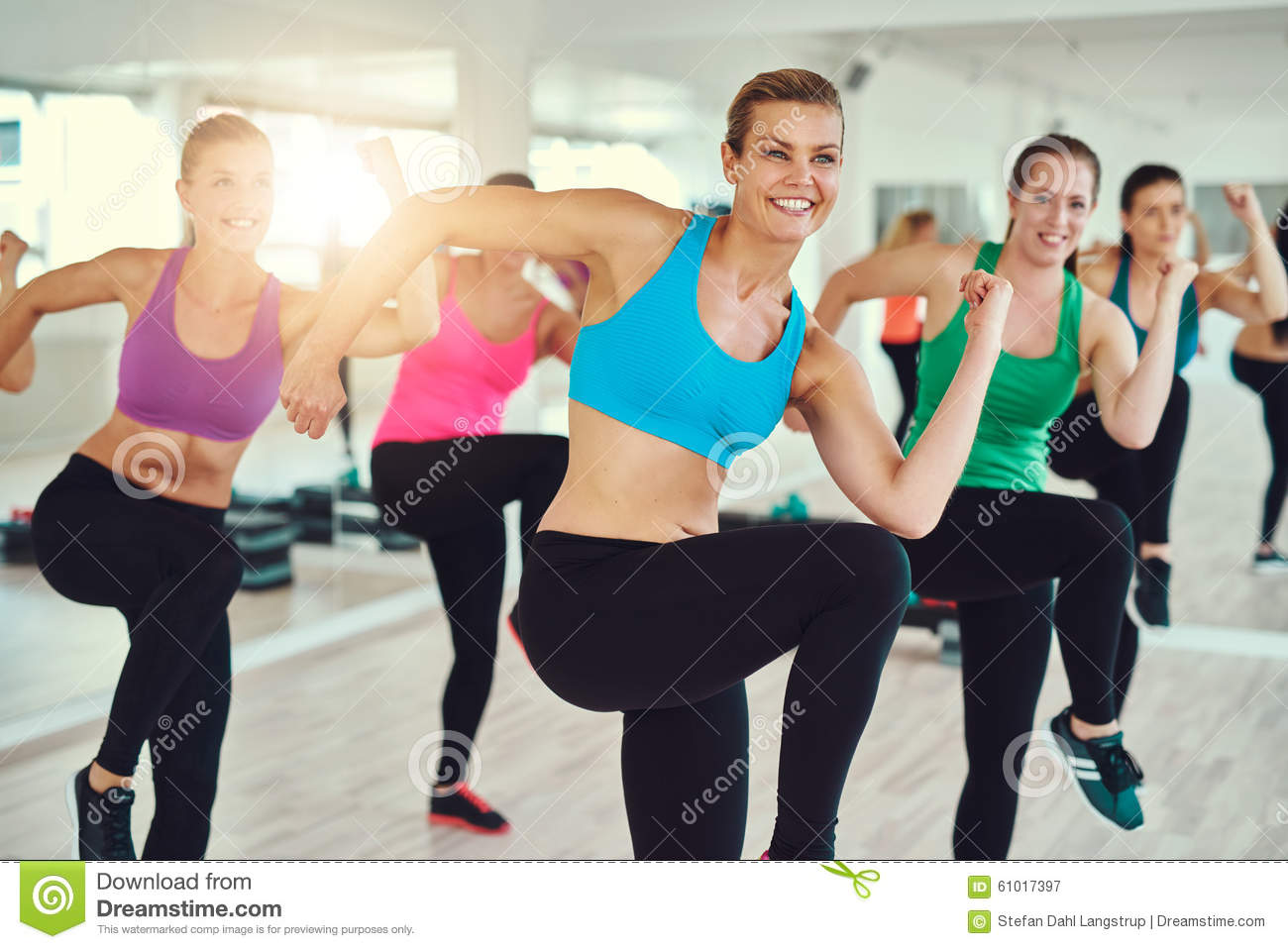 Group of women at a fitness class stock photo image for Gimnasio sport gym