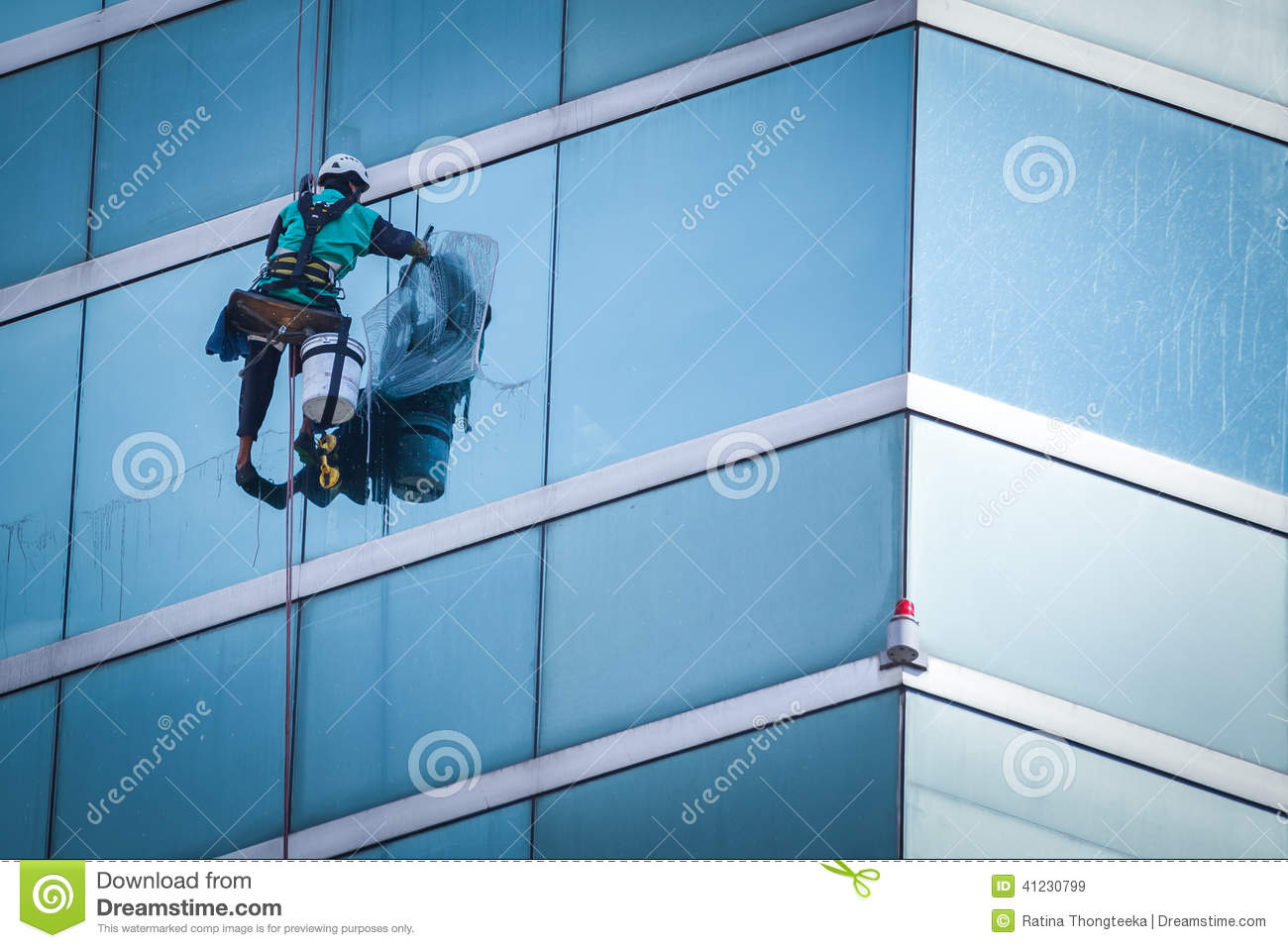 how to clean windows that are high up