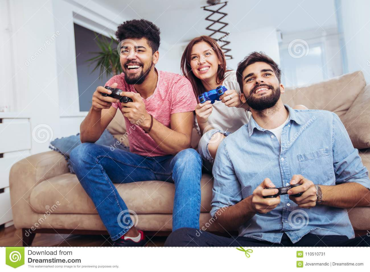 games friends can play together on phone