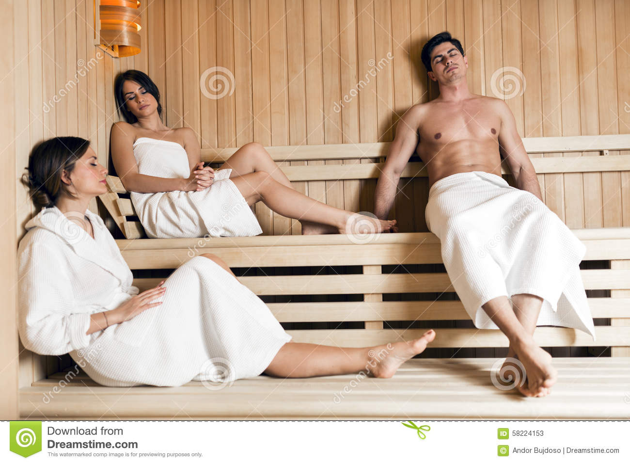 Bezaubernd Sauna Bilder Dekoration Von Group Of Young People Relaxing In A