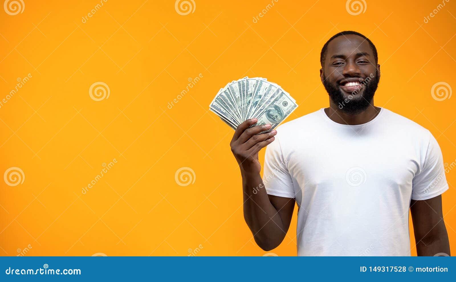 Groupe afro-am?ricain de sourire d apparence d homme de dollars, calibre pour le texte, annonce