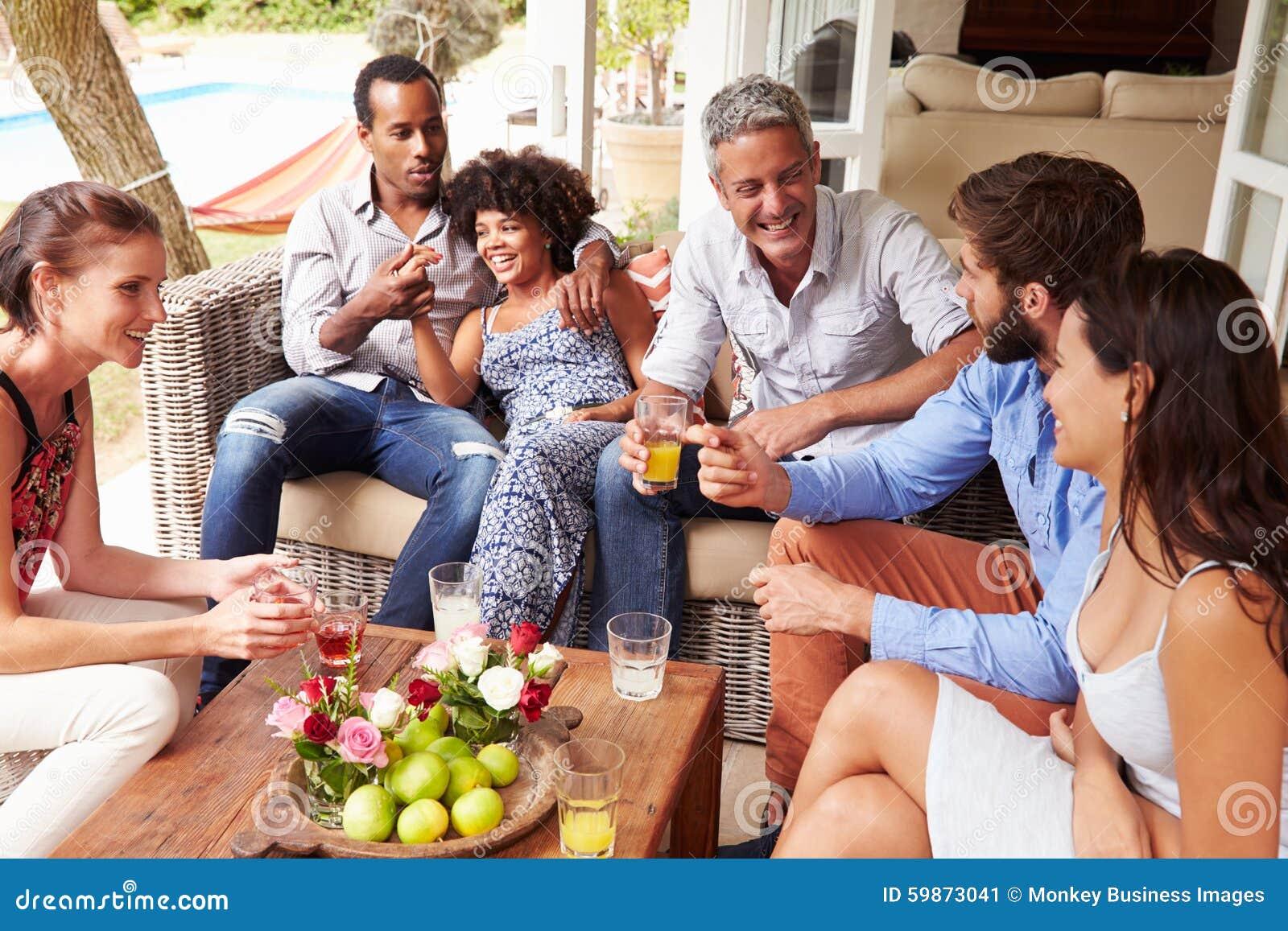Groupe d amis ayant une vie sociale dans un conservatoire