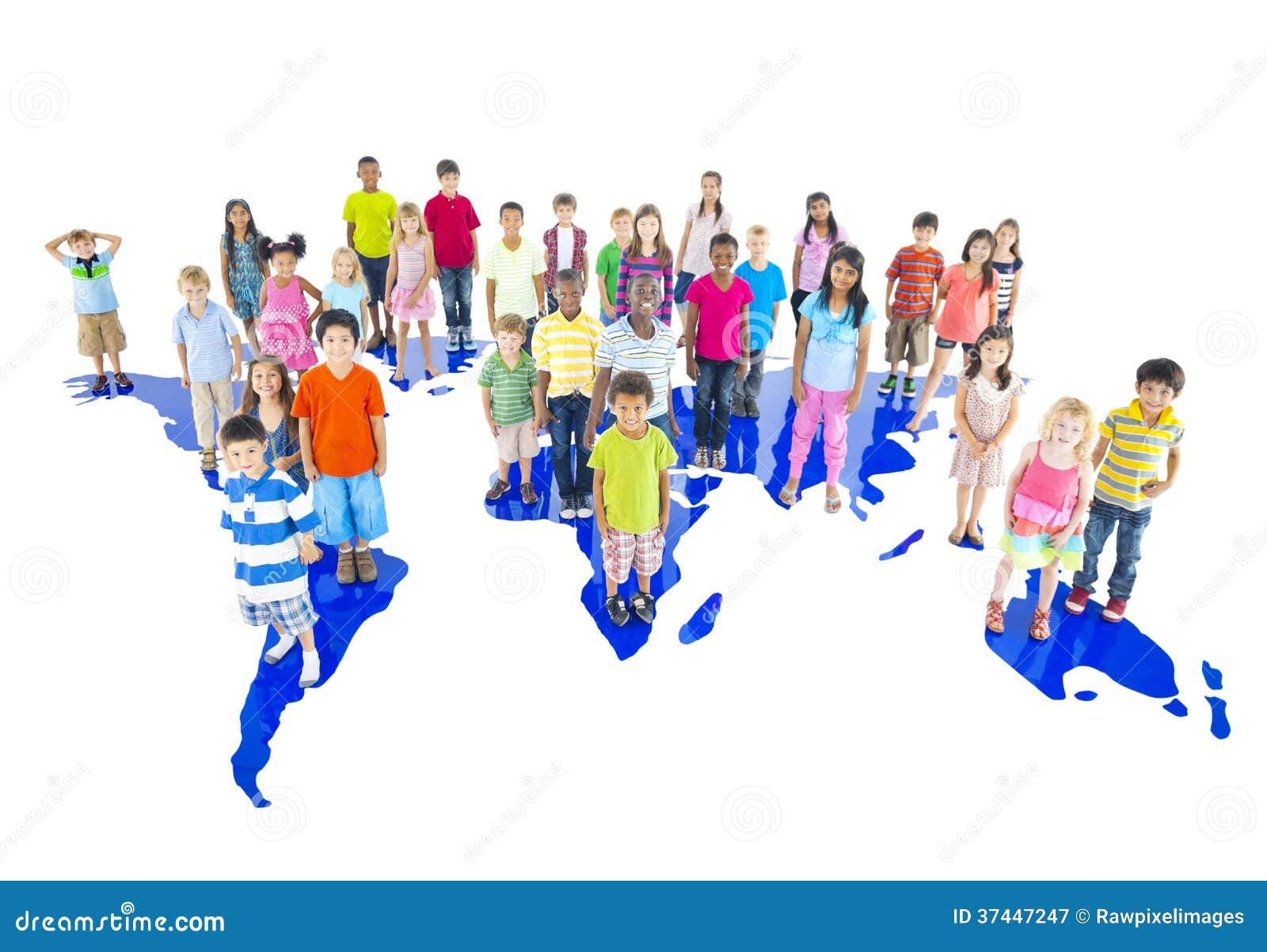groupe d 39 enfants du monde avec la carte du monde. Black Bedroom Furniture Sets. Home Design Ideas