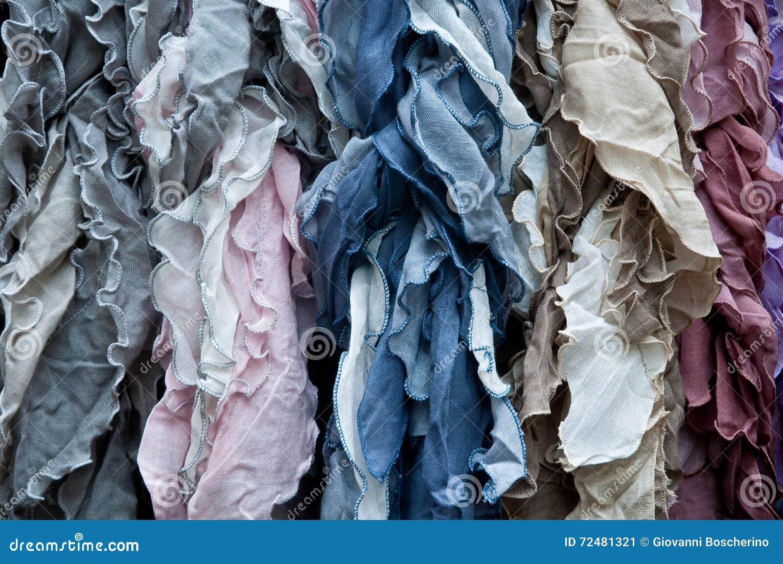 d85f09d81dd5 Groupe De Belles écharpes Colorées En Coton Et Laine Image stock ...