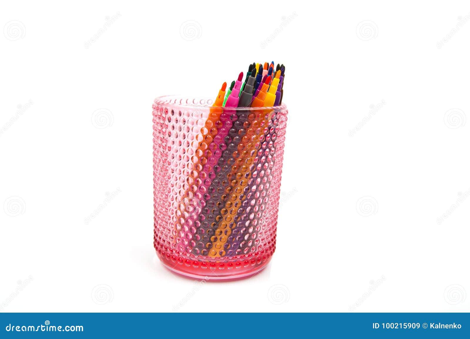 Groupe De Crayons Feutre De Couleur Dans Un Verre Fond Blanc Image
