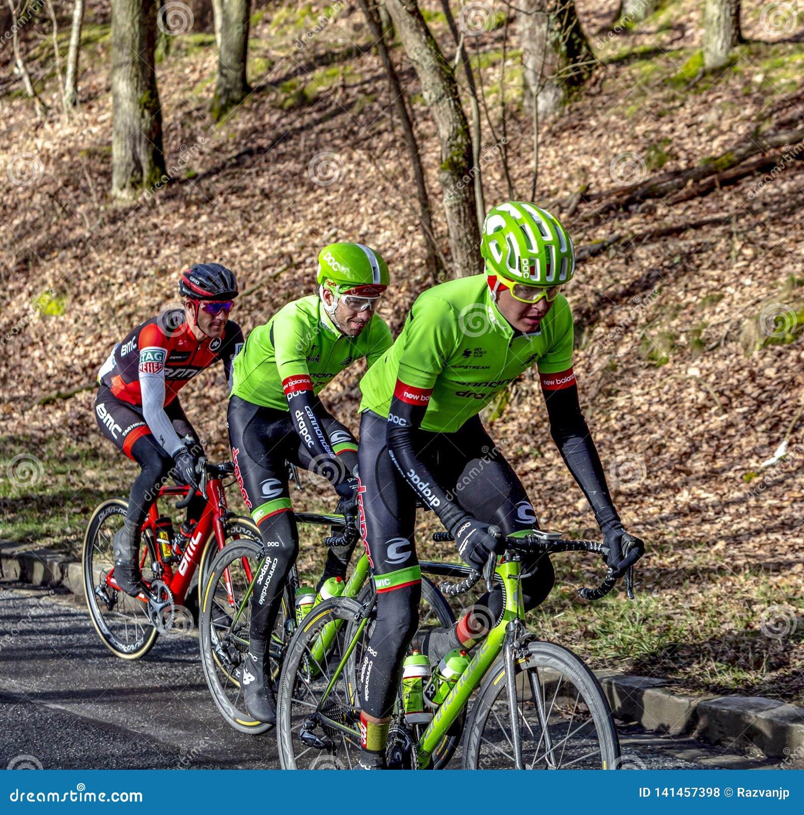 Groupe de cyclistes - 2017 Paris-gentil