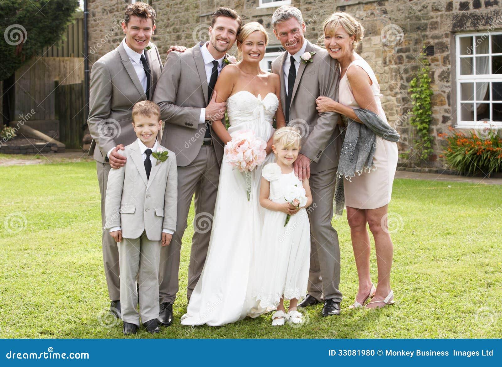 Populaire Groupe De Famille Au Mariage Photo stock - Image: 33081980 DW55