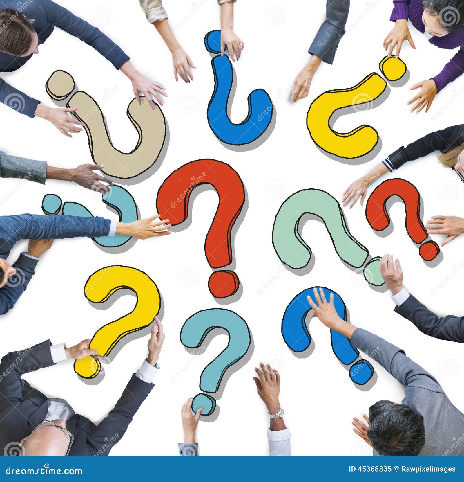 Groupe de gens d affaires divers avec des points d interrogation