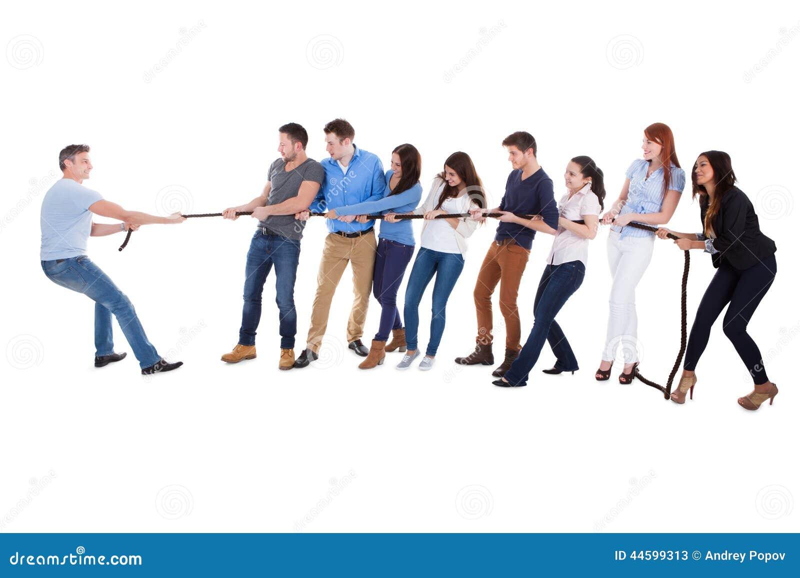 Une photo d'un groupe de personnes